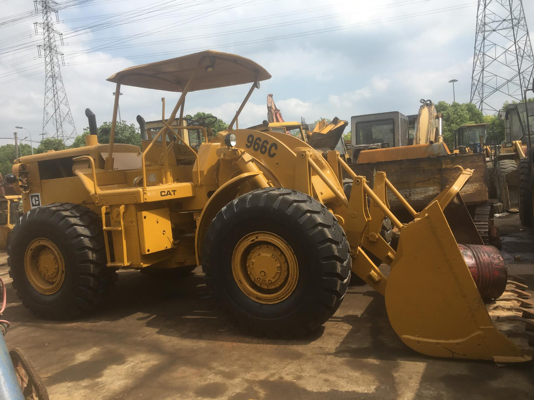Used Caterpillar 966C Loader